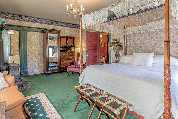 The Old Consulate Master Suite