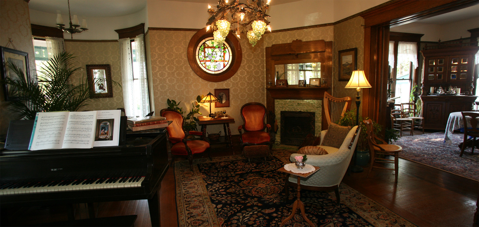 The Old Consulate Inn parlor